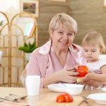 Нанять няню или отдать ребенка в детский сад?